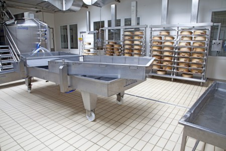 Curd draining and prepressing trolleys